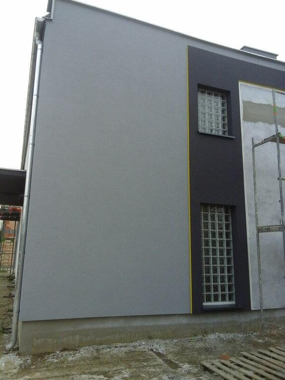 Murowanie okna z luksferów