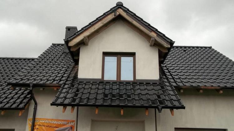 Pokrycie dachu dachówką w Pecnej